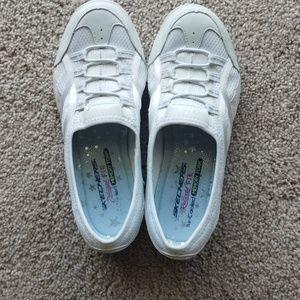Skechers Relaxed Fit Memory Foam sneakers size 7.5